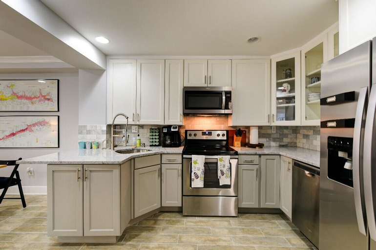 The Magnolia - Modern - 2BD / 2bth - Luxury Bedding, District of Columbia