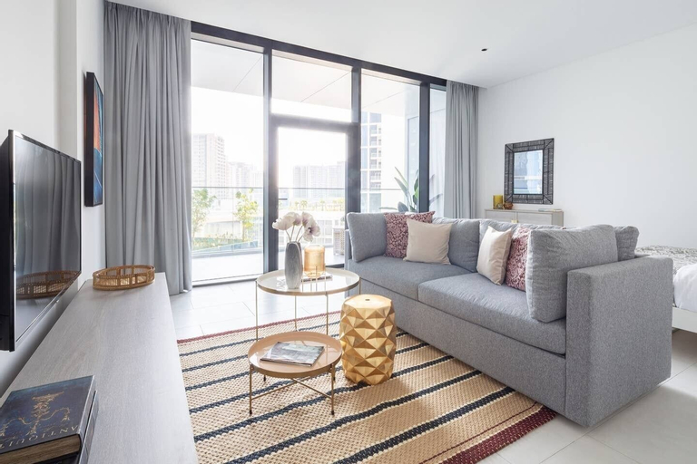 Cozy & Spacious Studio Apartment in Burj Khalifa District,