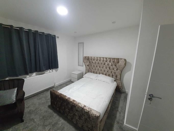 Beautiful Room-4, Bury