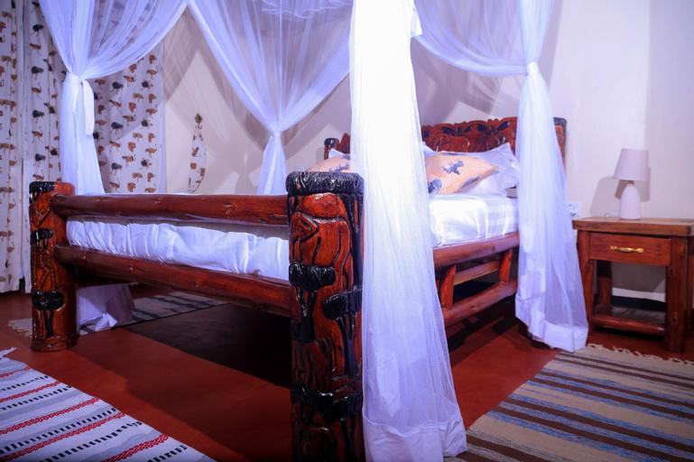 Acaki Lodge Kitgum, Chua