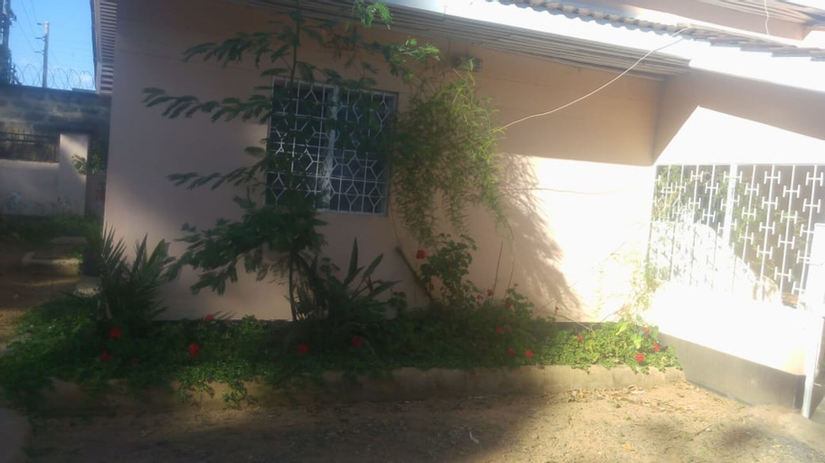 Rose Wood Lounge, Ainabkoi