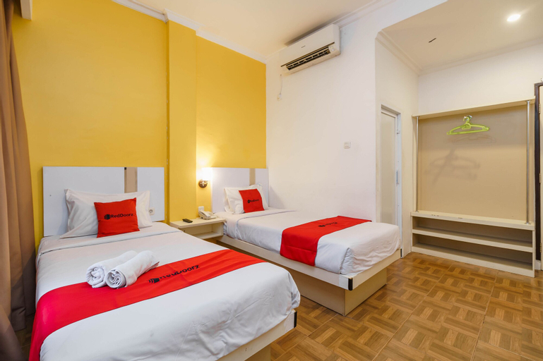 RedDoorz Plus @ Blessing Hotel Palembang, Palembang