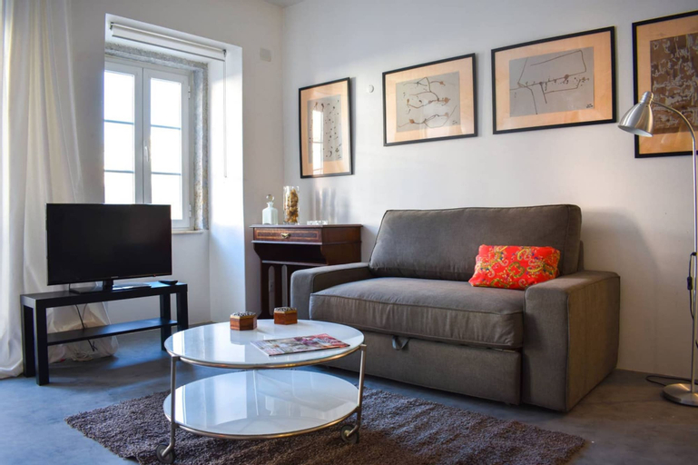 Modern Bright Open Plan Living in Trendy Lisbon, Lisboa