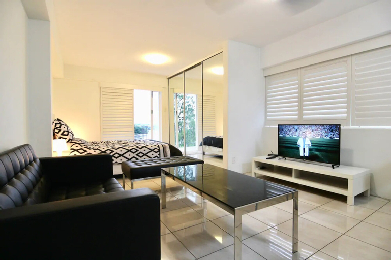 Modern Studio Apartment With Pool And Amazing Views, Kangaroo Point