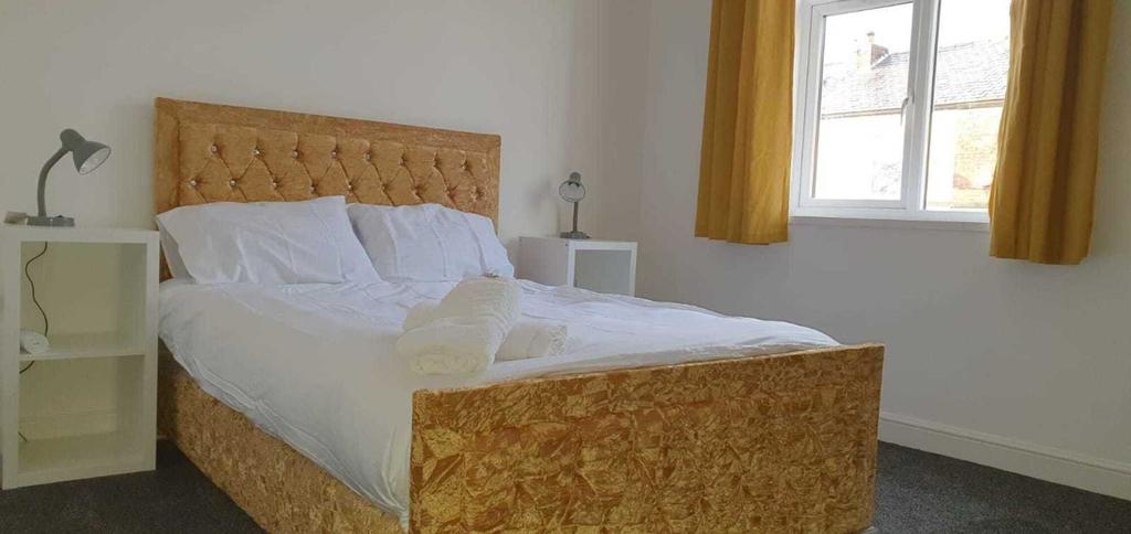 Fantastic New Room-3, Bury