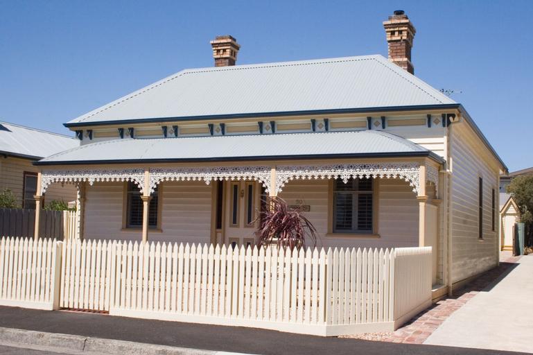 Sabina On Little Myers, Geelong