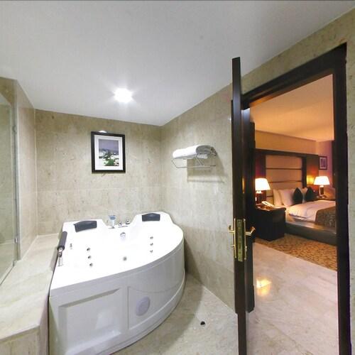 Days Inn Hotel & Suites, Wadi Essier