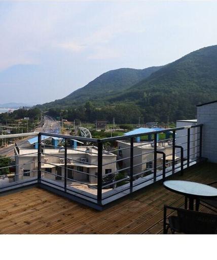 Hayanjip (Blue Road Town Pension, Yeongdeok