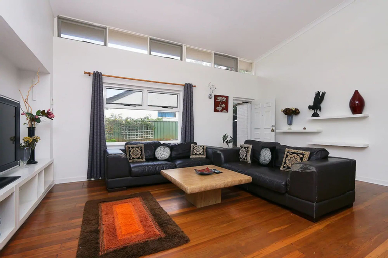 Spacious 5 Bed Home Close To Cottesloe Beach, Nedlands