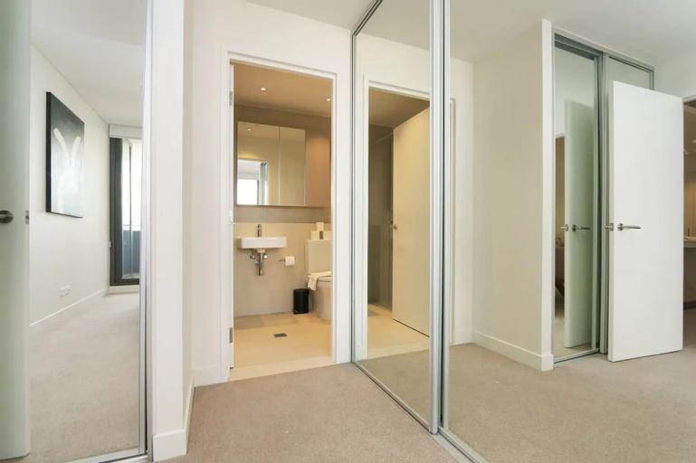 Large Modern 2 Bedroom Apartment Near Lake Claremont, Claremont