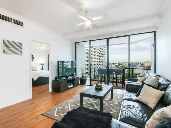 Modern 2 Bedroom River View Apartment in Docklands, Kangaroo Point