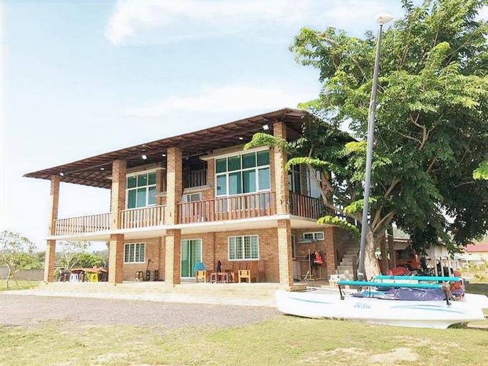 Ombak Deru Lodge, Marang
