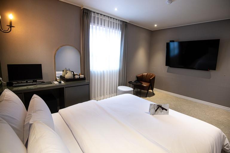 Jungwon Hotel, Nam