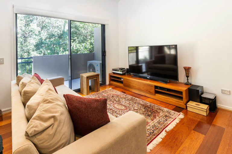 Luxurious 3 Bedroom Home In Indooroopilly Close To CBD, Indooroopilly