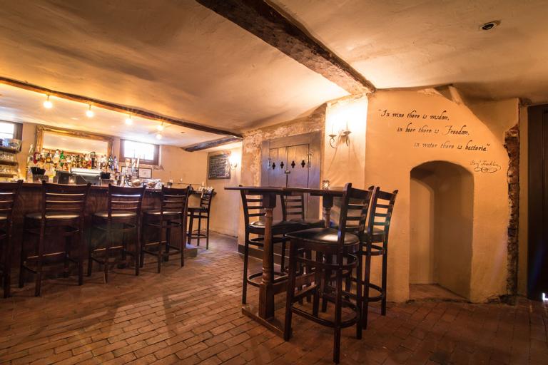 Reynolds Tavern, Anne Arundel