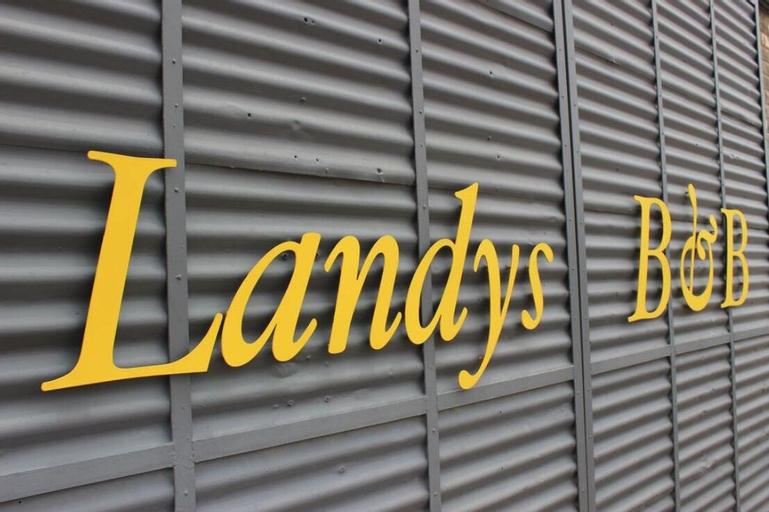 Landy's B&B, Joe Gqabi