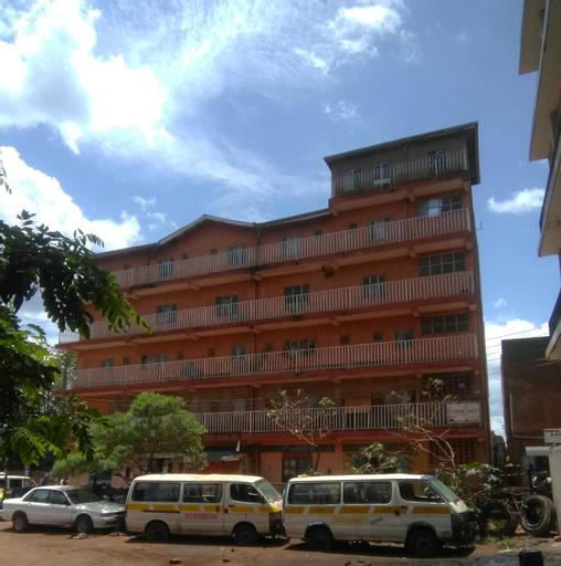 Dasar Comfort Hotel, Matayos