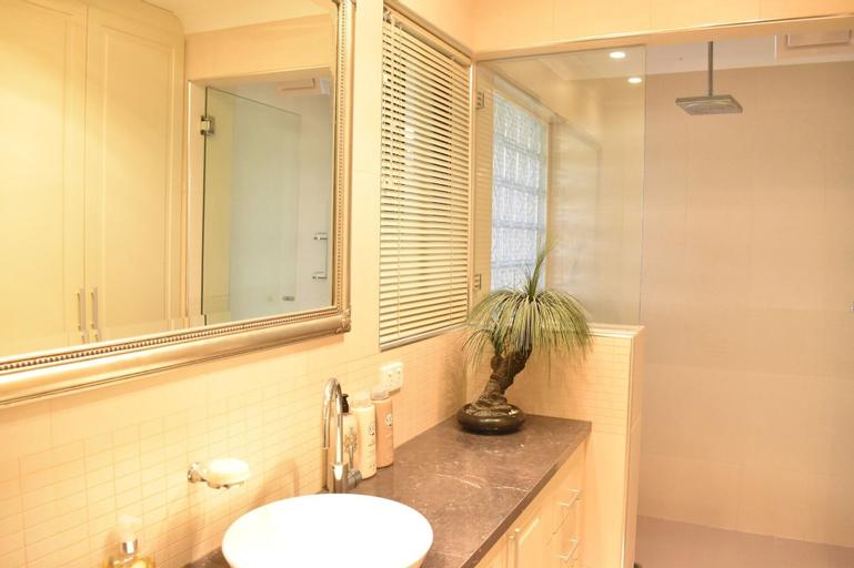 Modern 2 Bedroom Unit Close to CBD, Subiaco