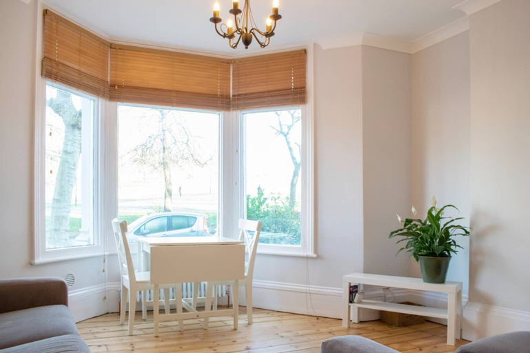 Bright and Homely 2 Bedroom Flat in Lovely Area, London