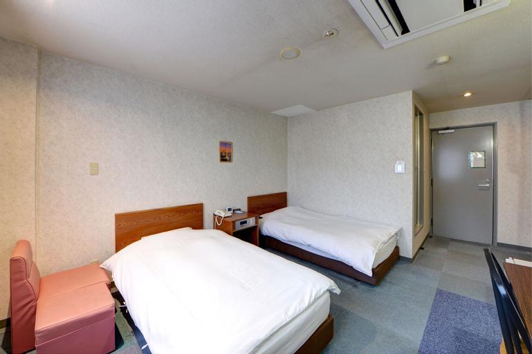 Hotel Star Land, Tsuru