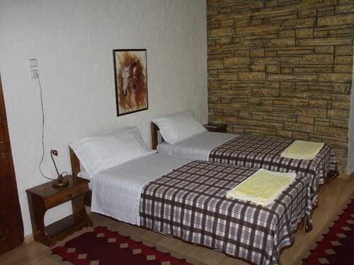 Nasho Vruho Hotel, Beratit