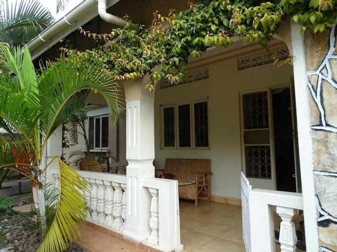 Blue Agama Guesthouse, Busongora
