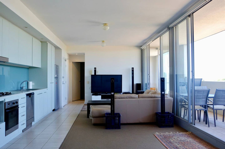 Spacious One Bedroom Apartment With Large Balcony, Rockdale