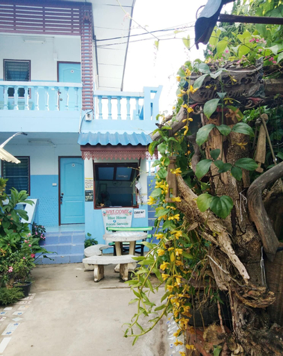 Blue House, Pai