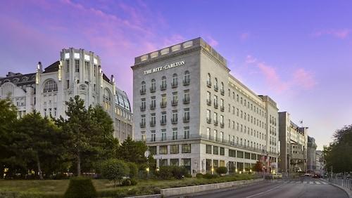 The Ritz-Carlton, Budapest, Budapesti