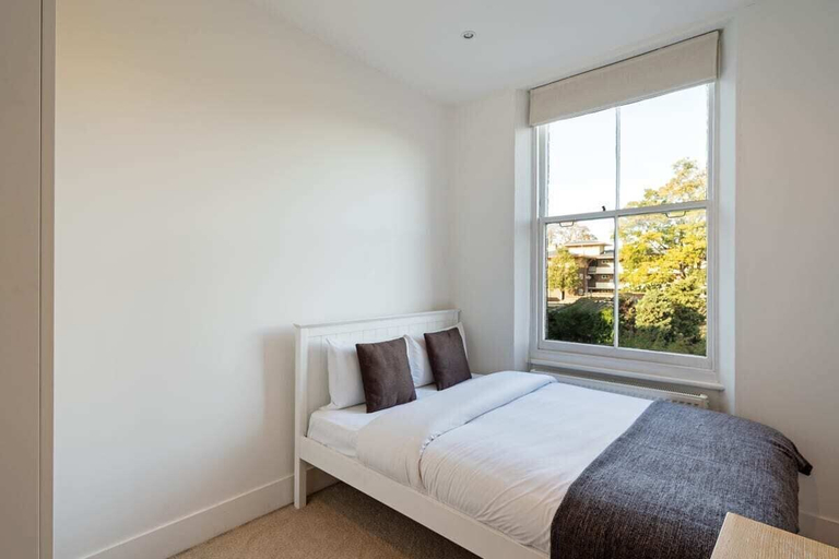 Spacious 2 Bed Apt nr Deptford, 6mins to Train st, London