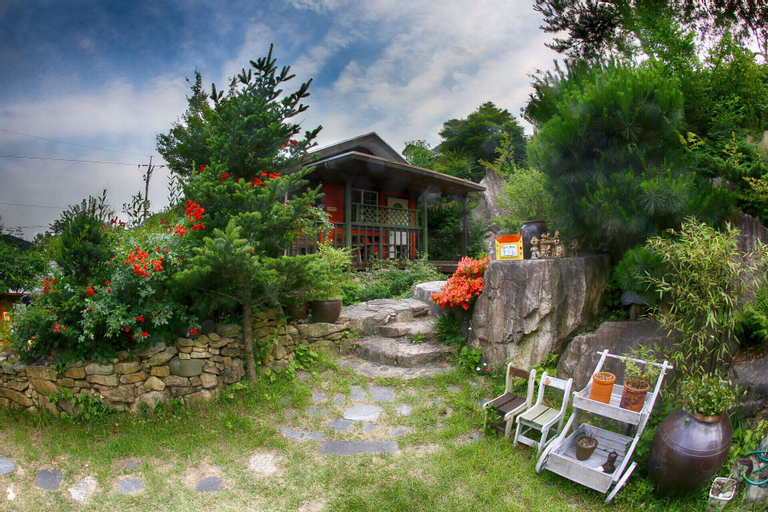 Stone Flower Pension, Sancheong