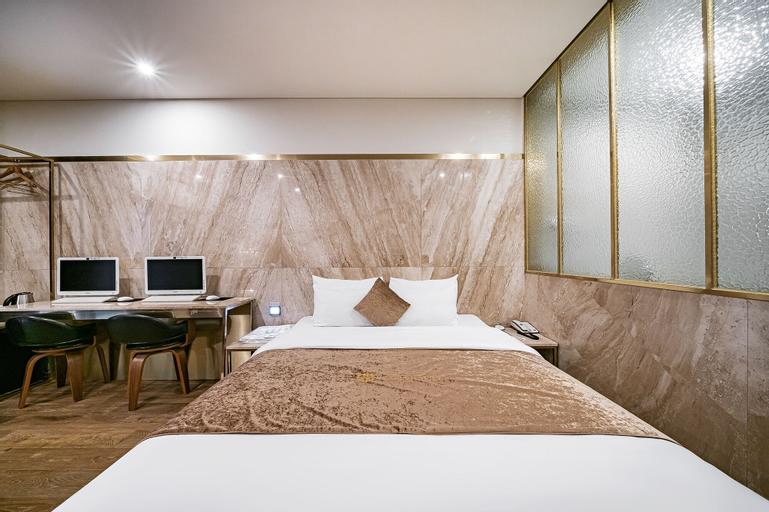 Gold Hotel, Uijeongbu