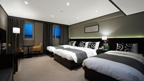 Insadong Crown Hotel, Jung