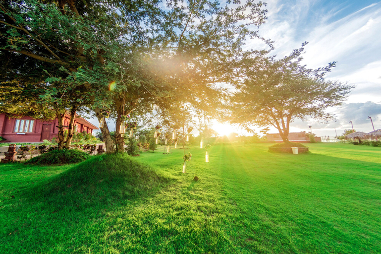 Royal Emerald River View Golf Resort, Myingyan