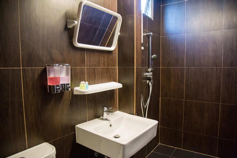 RoomQuest Ratchada MRT Suttisan, Huai Kwang
