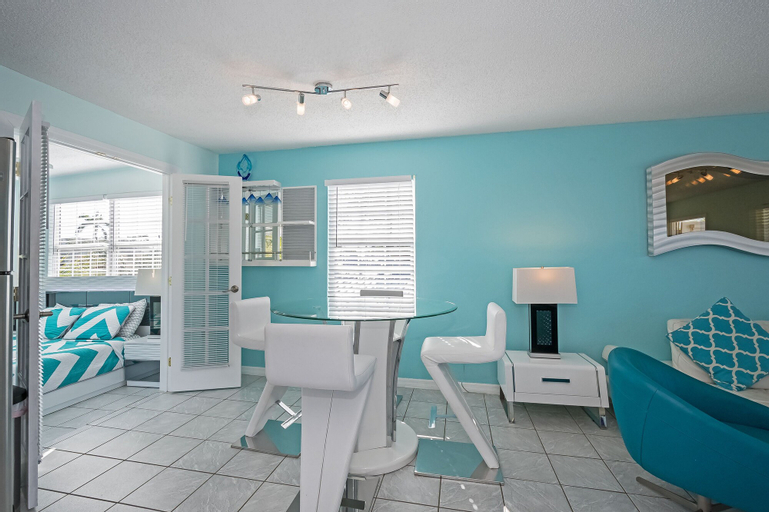 Fairweather Estate #3 - Three Bedroom Apartment, Lee