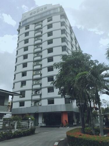 The CM Hotel Bangkok, Wang Thonglang