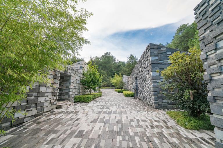 The Lost Stone, Baoshan