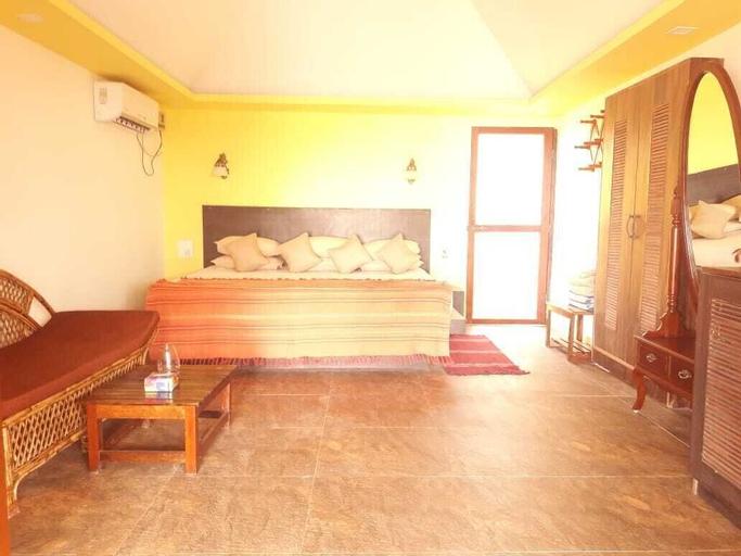 Mariposa Beach Grove, South Goa