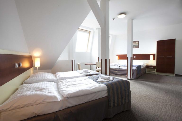 Hotel Gloria, Praha 8