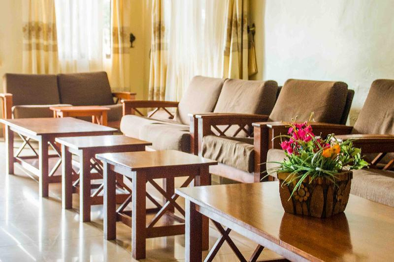 Pacific Grand Hotel, Lira