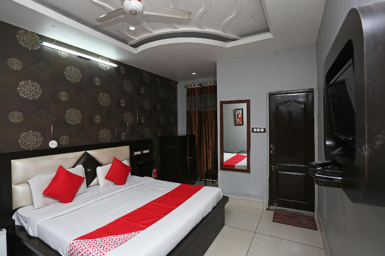 OYO 31037 Hotel Jhilmil, Rohtak