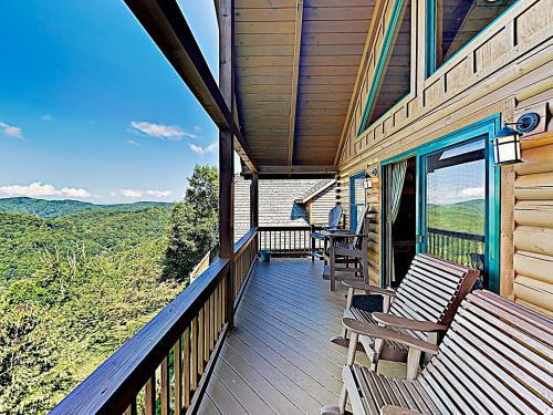 New Listing! Scenic Wolf Cabin w/ Hot Tub & Sauna, Madison