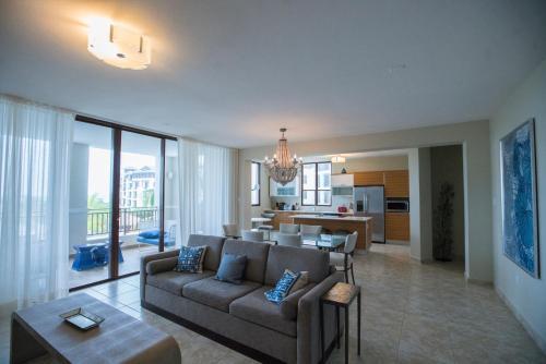 Great Views Luxury 3 Bedroom Condo at Solarea Beach Resort,