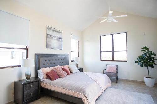 Luxury 4 Bedroom PH at Solarea Beach Resort,