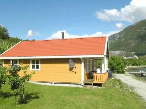 Three-Bedroom Holiday home in Slinde 1, Sogndal