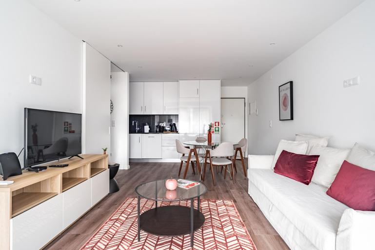 Savory Red Apartment, Sete Rios, Lisbon, !New!, Lisboa