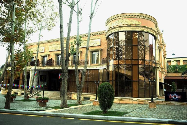 My Way Boulevard, Xanlar