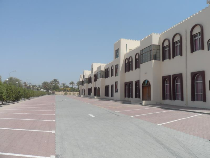Al Mandoos Hotel, Saham
