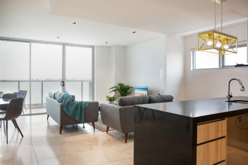 Modern 2 bedroom Apartment in the Heart of Burwood, Burwood